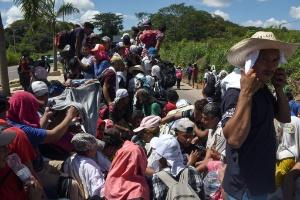 Mais de 7.000 pessoas viajam em caravana rumo aos EUA, diz ONU (Foto: JOHAN ORDONEZ)