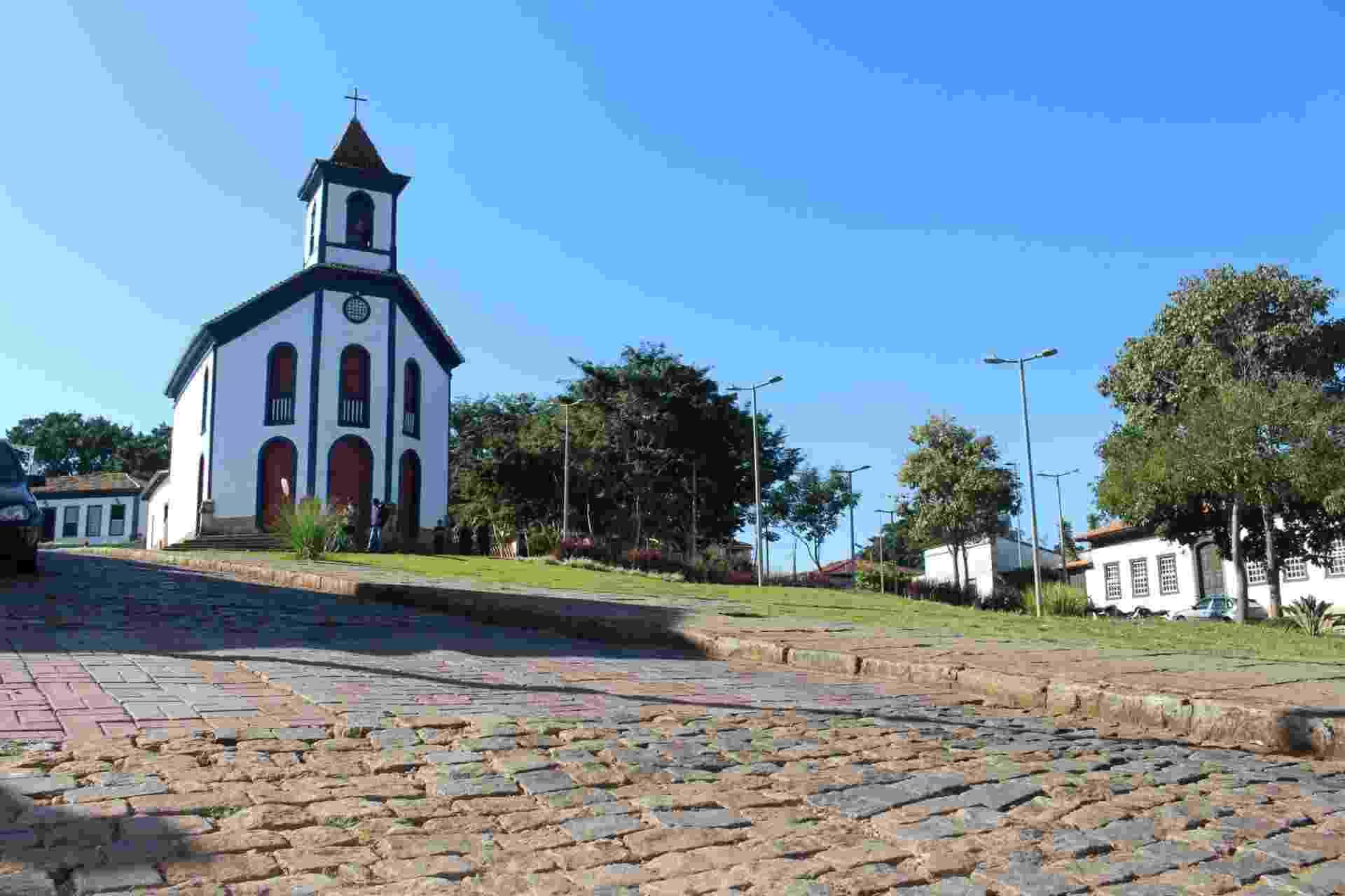 A igreja matriz de Santo Antônio, no centro histórico de Santa Barábara (MG), que não deve ser alcançada pela lama - Luciana Quierati/UOL