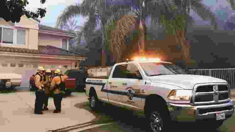 Os bombeiros privados não esperam o fogo chegar à propriedade. Antes disso, eles visitam as residências localizadas próximas a focos de incêndio, avaliam os riscos e adotam medidas preventivas - Divulgação/Firebreak Protection Systems - Divulgação/Firebreak Protection Systems