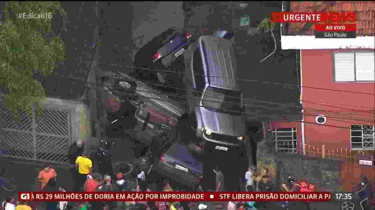 20.out.2020 - Forte chuva arrasta carros em São Paulo - Reprodução