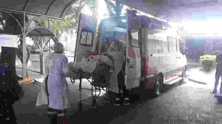 Paciente é transferido da UPA para hospital regional de Chapecó - Hygino Vasconcellos/UOL - Hygino Vasconcellos/UOL
