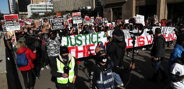 Assassinato de homem negro | EUA: Acusação pede, e juiz adia início do julgamento da morte de George Floyd