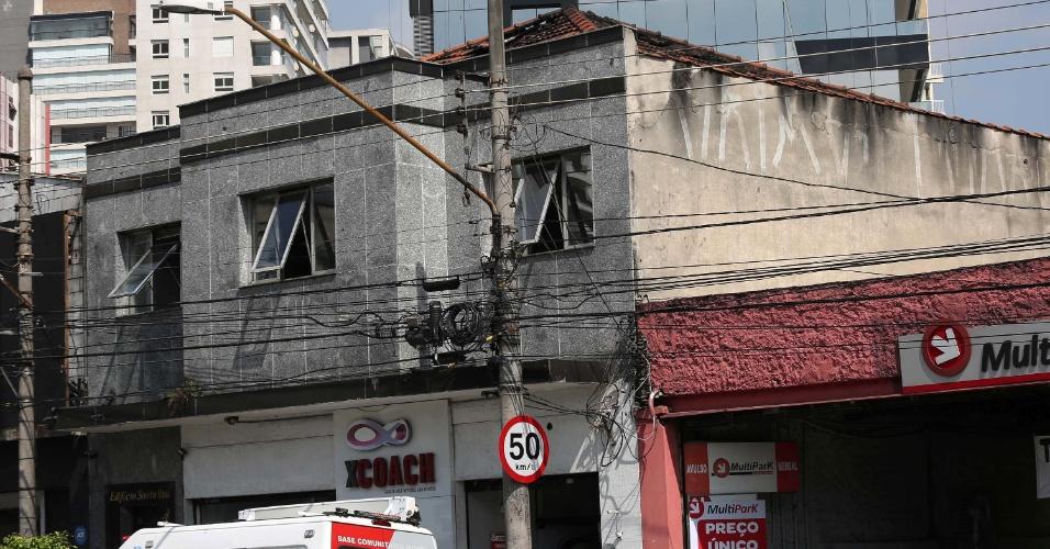 1º.abr.2016 - Escritório de Meire Poza, ex-contadora do doleiro Alberto Youssef, peça central da Operação Lava-Jato, foi atingido por um incêndio no fim da noite de quinta-feira (31), além de uma academia vizinha, na avenida Santo Amaro, na zona sul de São Paulo