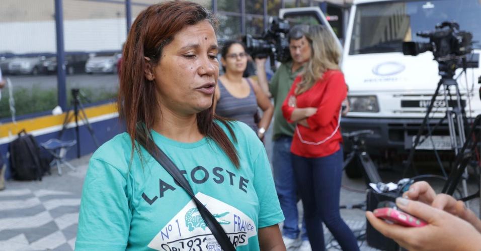 28.dez.2016 - Maria Aparecida Cavalcanti, parceira de trabalho de Luiz Carlos Ruas, fala sobre o colega, ambulante, que foi espancado até a morte na noite do último domingo (25)