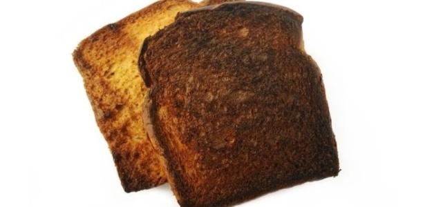 Quanto mais torrado o pão, maior a quantidade de acrilamida presente nele