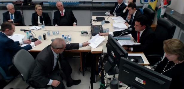 Ex-presidente Lula (e) durante depoimento ao juiz Sergio Moro