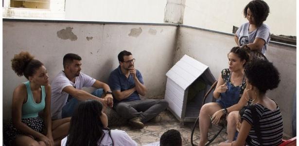 Jovens participam de um dos debates do festival TodoJovemÉRio, sobre política, na comunidade Cesarão, no Rio de Janeiro