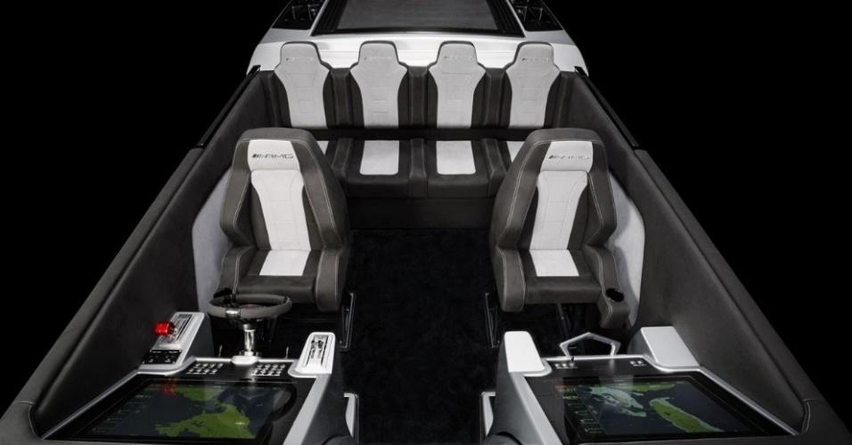 Lancha Cigarette Racing 515 Project One tem capacidade para seis pessoas