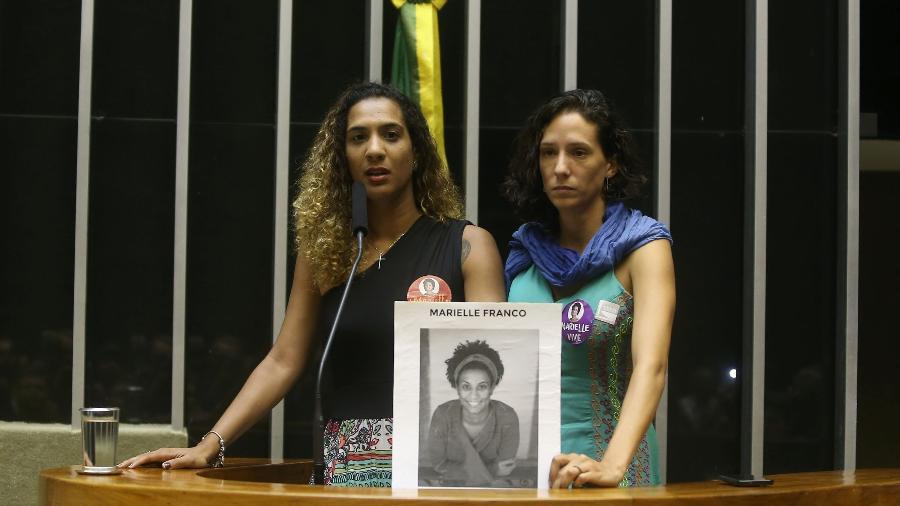 22.mar.2018 - Anielle Silva e Mônica Benício, respectivamente irmã e companheira da vereadora do Rio Marielle Franco - André Dusek/Estadão Conteúdo