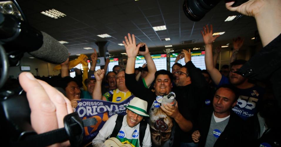 Militantes comemoram a eleição de Ratinho Jr ao Governo do Estado do Paraná
