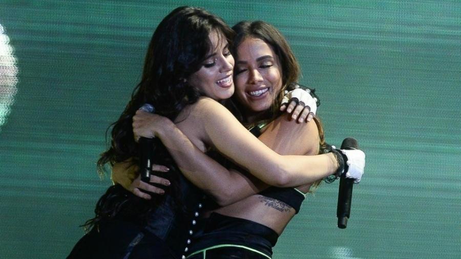 Camila Cabello surpreende e leva Anitta para o palco do Z Festival - Francisco Cepeda/AgNews