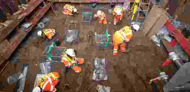 Arqueólogos escavam a região de St. James 'Gardens em Euston, Londres - HS2 Ltd. via The New York Times - HS2 Ltd. via The New York Times