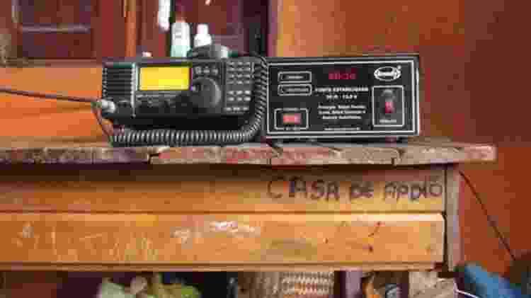 Aldeias da região não possuem sinal de telefonia e internet, o único meio de comunicação é o rádio - Jéssica Cruz/BBC - Jéssica Cruz/BBC
