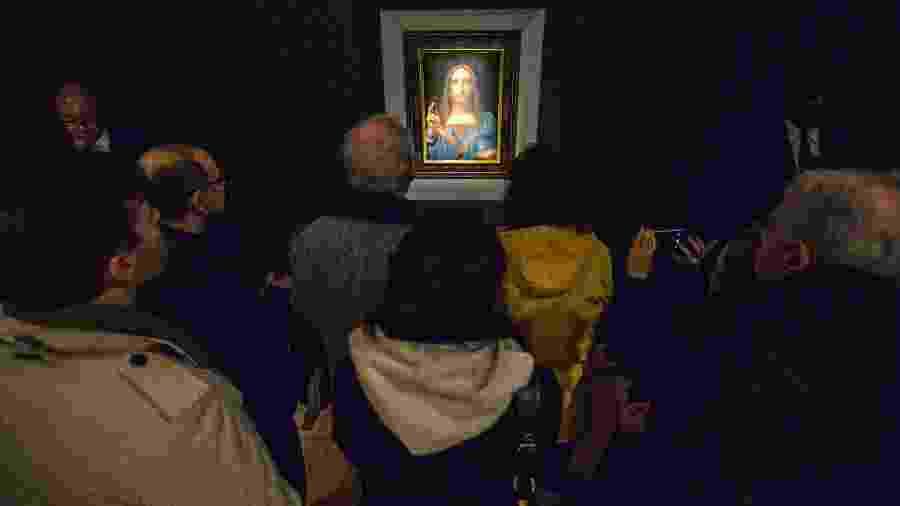 """O quadro """"Salvator Mundi"""", de Leonardo da Vinci, em exibição na Christie"""