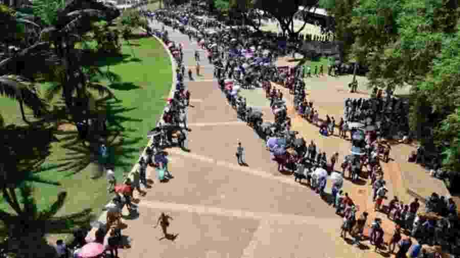 Cerca de 15 mil pessoas aguardaram em fila no Mutirão do Emprego no centro de São Paulo - Felipe Souza/BBC News Brasil