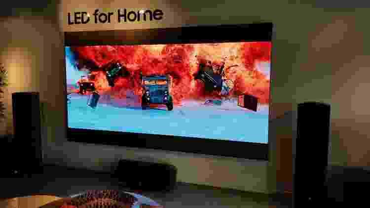 Exemplo de TV modular na sede da Samsung, em São Paulo - Márcio Padrão/UOL