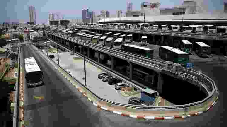 Ônibus estacionados na Estação Rodoviária Central em Tel Aviv, Israel - Corinna Kern/Reuters