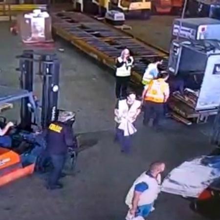 Criminosos roubam carga com ouro de dentro do aeroporto internacional de Cumbica, em Guarulhos - 25.jul.2019 - Reprodução