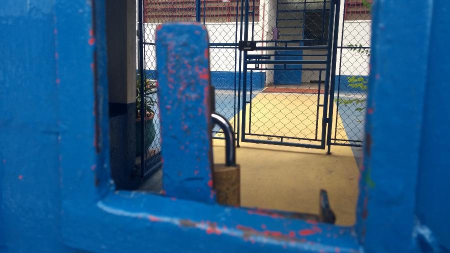 Escola Municipal Quintino Bocaiuva, na zona leste de São Paulo, fechada; mães ouvidas pela reportagem não têm perspectivas de onde deixarão seus filhos - Alex Tajra/ UOL