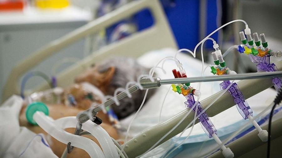 Estima-se que 5% dos infectados pelo coronavírus precisam de respiração assistida - Getty Images