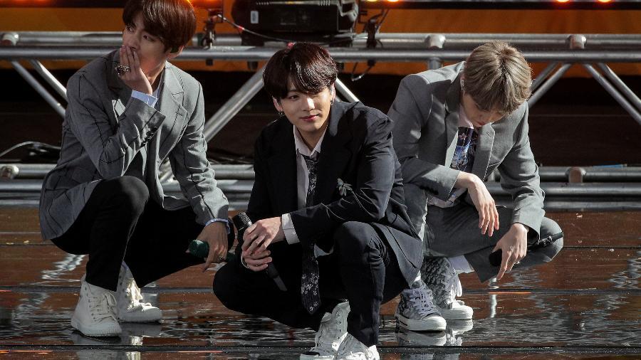 """Integrantes do grupo BTS durante apresentação no programa """"Good Morning America"""", da ABC - BRENDAN MCDERMID"""