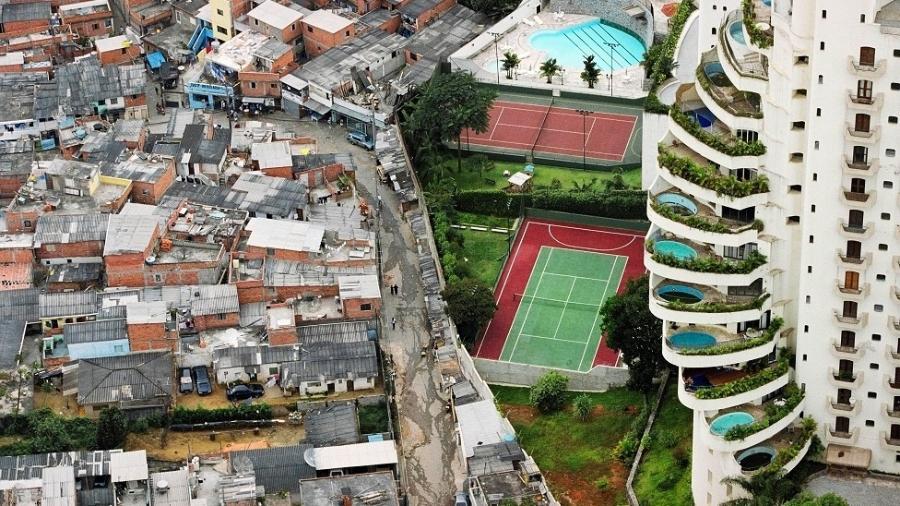 Foto de Tuca Vieira que mostra Paraisópolis e prédio de luxo do Morumbi rodou o mundo e virou símbolo da desigualdade social - Tuca Vieira