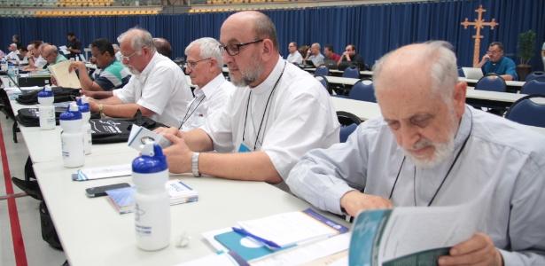 Sessão da CNBB na 54ª Assembleia Geral em Aparecida (SP)