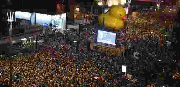 Em cima de palcos, lideranças de movimentos conduziram multidão em dia de votação - Nelson Almeida/AFP