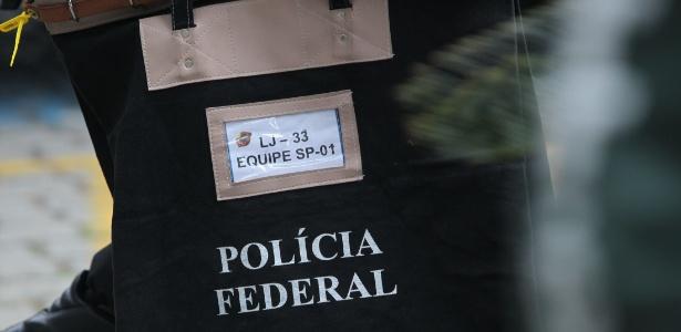 """Policiais federais na sede da Polícia Federal, durante a Operação """"Resta Um"""", etapa de número 33 da Lava Jato"""