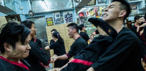 Alunos de uma das poucas escolas de kung fu de Hong Kong
