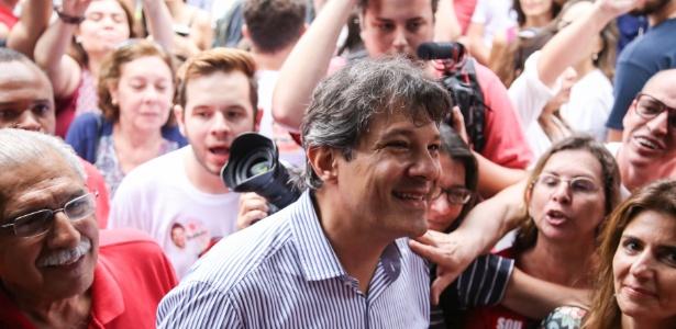 11.set.2016 - O prefeito de São Paulo, Fernando Haddad (PT), candidato à reeleição, participa de ato contra o presidente Michel Temer na avenida Paulista, em São Paulo