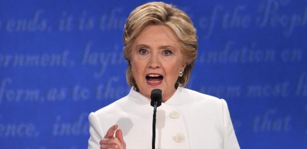 Hillary teria usado servidor privado para e-mails quando ela era secretária de Estado