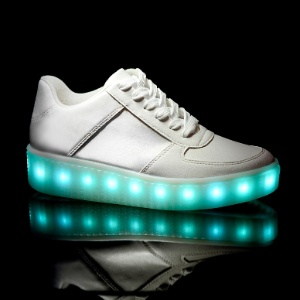 4980de9e5d0 Tênis com rodinha e LED viram modinha e dão fôlego a fabricantes de calçado.  Tênis de rodinha e luz de LED viram ...