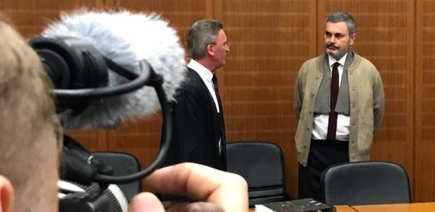 Ausonius durante seu julgamento em Frankfurt
