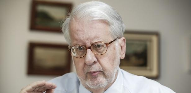 Paulo Sérgio Pinheiro, ex-secretário de Estado dos Direitos Humanos, em sua casa, em São Paulo - Marcelo Justo/UOL