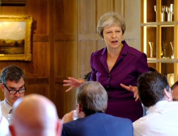 Theresa May conversa com seus ministros em Chequers - Joel Rouse/Reuters