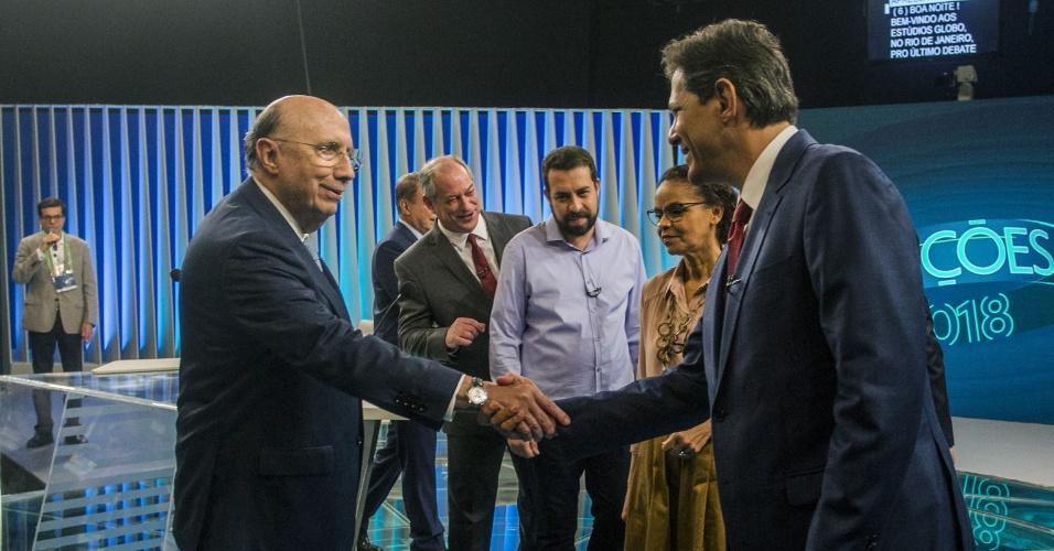 4.out,2018 - Candidatos à Presidência da República, Henrique Meirelles (MDB) e Fernando Haddad (PT) se cumprimentam antes do início do último debate de primeiro turno realizado pela TV Globo, no Rio de Janeiro, nesta quinta-feira (4)