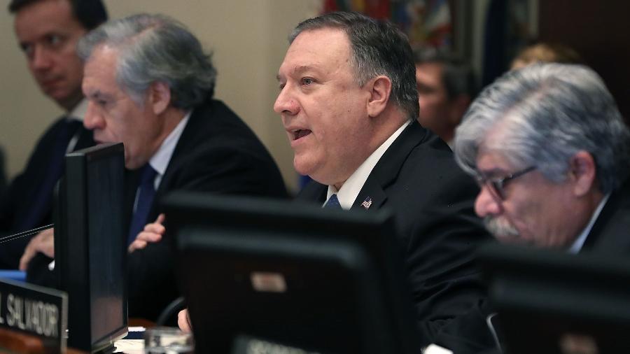 Mike Pompeo (ao centro), secretário de Estado dos Estados Unidos, em reunião com o Conselho Permanente da OEA (Organização dos Estados Americanos) sobre a situação na Venezuela - Mark Wilson/Getty Images/AFP