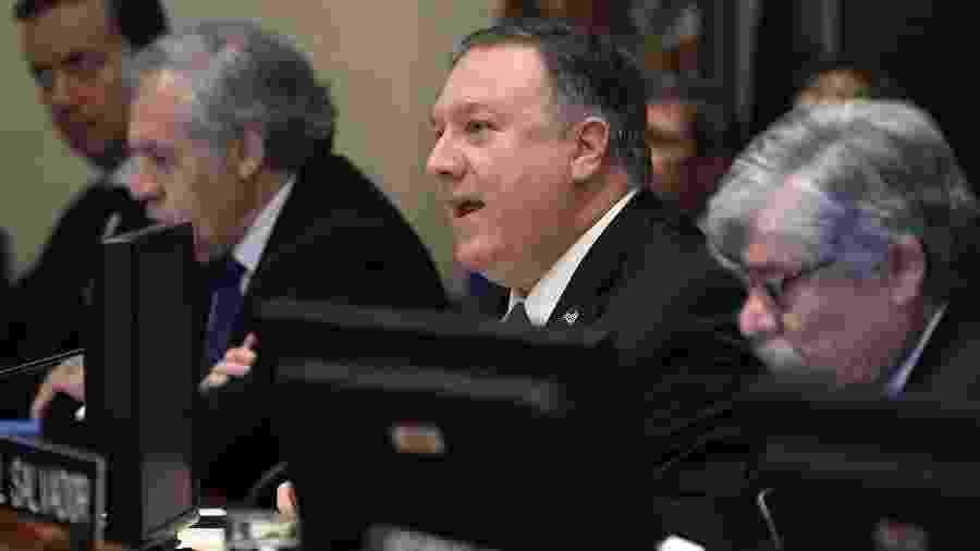 24.jan.2019 - Mike Pompeo (ao centro), secretário de Estado dos Estados Unidos, em reunião com o Conselho Permanente da OEA (Organização dos Estados Americanos) sobre a situação na Venezuela - Mark Wilson/Getty Images/AFP