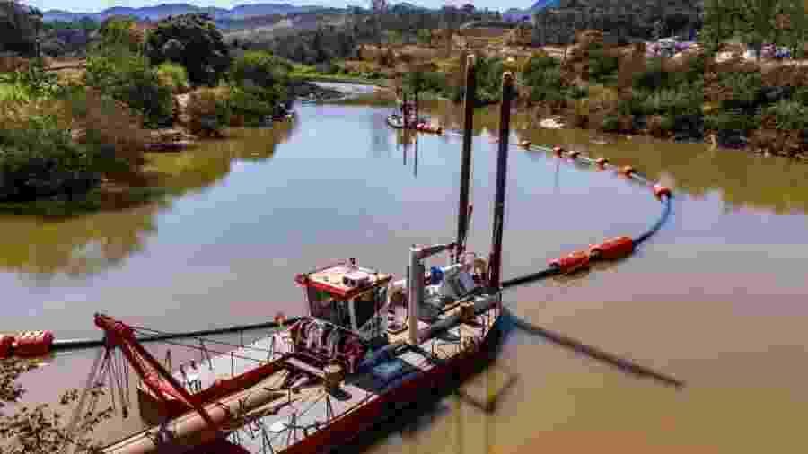 Início da limpeza do rio Paraopeba, atingido pelo rejeito que vazou com rompimento de barragem da Vale em 25 de janeiro - Divulgação Vale