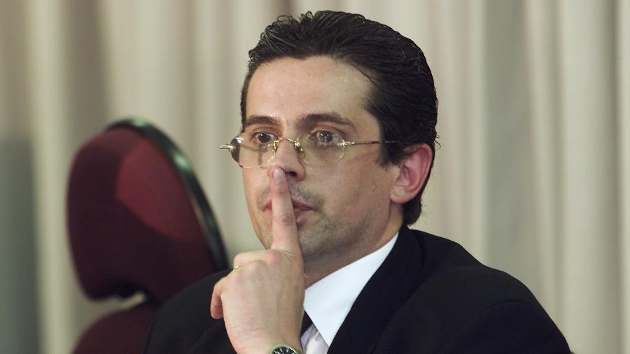 13.dez.2001 - O promotor José Carlos Blat, do Ministério Público de São Paulo - Eduardo Knapp/Folhapress