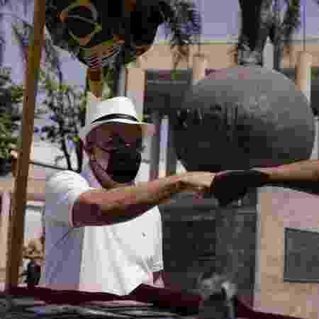 Bandeira de Mello iniciou as suas atividades de campanha no Maracanã - Divulgação - Divulgação