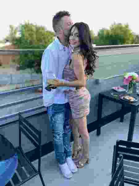 Isabella e o namorado Darian foram baleados mesmo após pegarem o cocô do animal - Reprodução/CBS Denver - Reprodução/CBS Denver