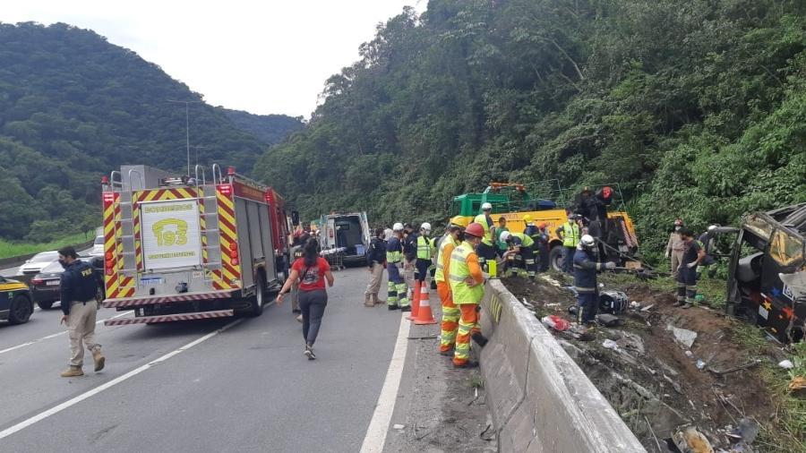 Acidente de ônibus em Guaratuba deixa ao menos 19 mortos - Divulgação/PRF