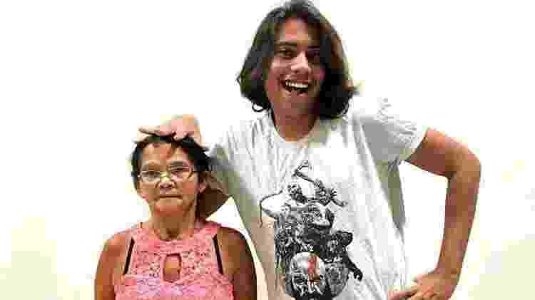 Fábio dos Santos, o Baiano, com a sua mãe Francisca dos Santos - Arquivo pessoal - Arquivo pessoal