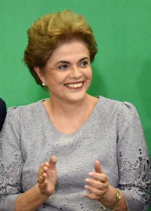 Presidente Dilma Rousseff ao lado do advogado-geral da União, José Eduardo Cardozo, durante encontro com Juristas pela Legalidade e em Defesa da Democracia, em Brasília