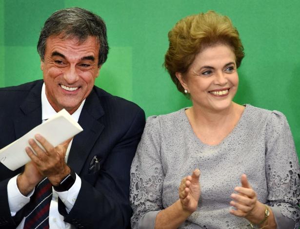 O ministro José Eduardo Cardozo e a presidente Dilma Rousseff - Evaristo Sá/AFP