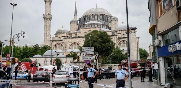 A polícia de Istambul isolou área após explosão de carro-bomba