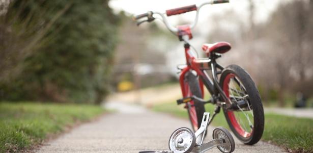 Policial conseguiu perseguir (e prender!) suspeito pedalando em uma bicicleta de criança