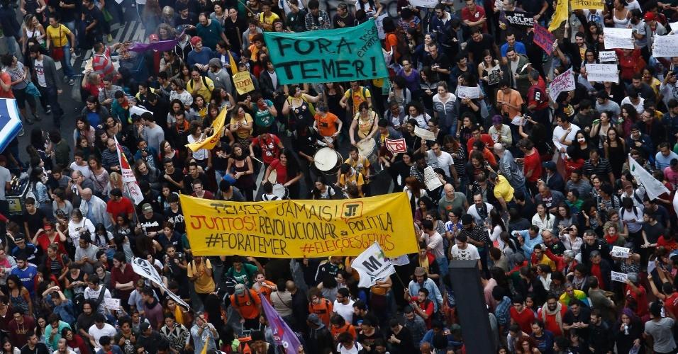 Apoiadores de Dilma Rousseff protestam na avenida Paulista, em São Paulo, contra o presidente Michel Temer